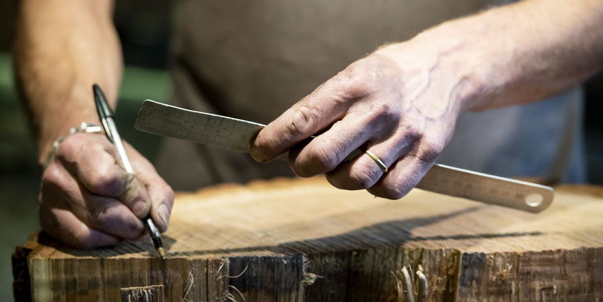 Corte de la madera de roble